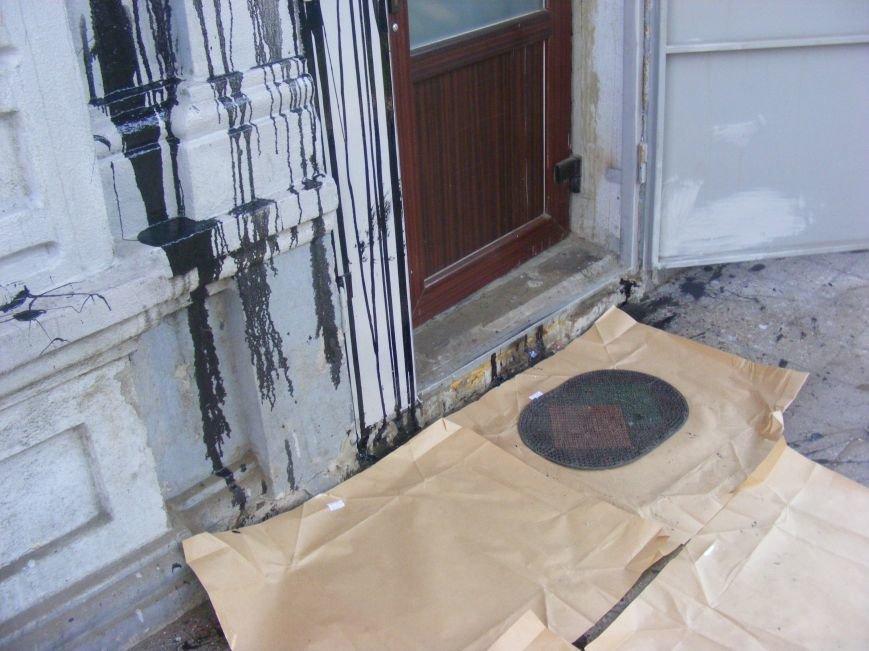 В Николаеве офис бывших коммунистов забросали красской (ФОТОФАКТ) (фото) - фото 6