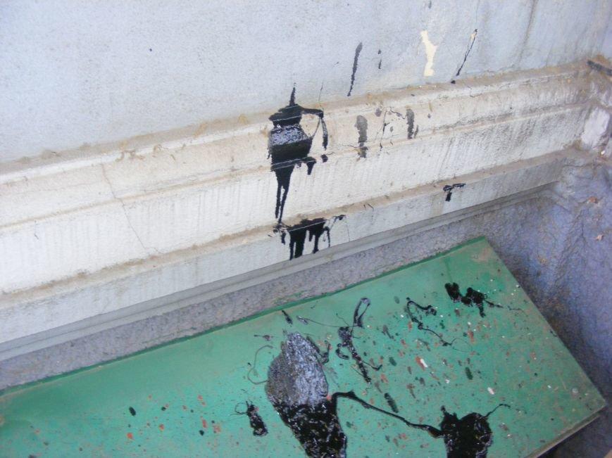 В Николаеве офис бывших коммунистов забросали красской (ФОТОФАКТ) (фото) - фото 3
