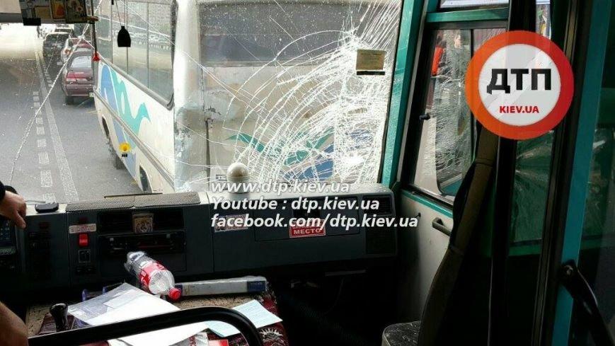 В Киеве в столкновении двух маршруток пострадал ребёнок (ФОТО), фото-3