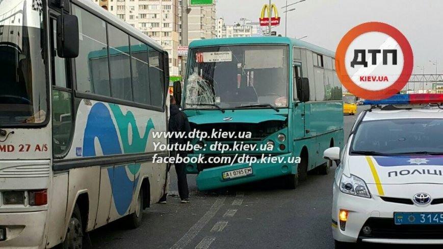 В Киеве в столкновении двух маршруток пострадал ребёнок (ФОТО), фото-4