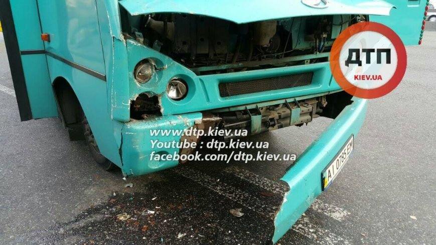 В Киеве в столкновении двух маршруток пострадал ребёнок (ФОТО), фото-6