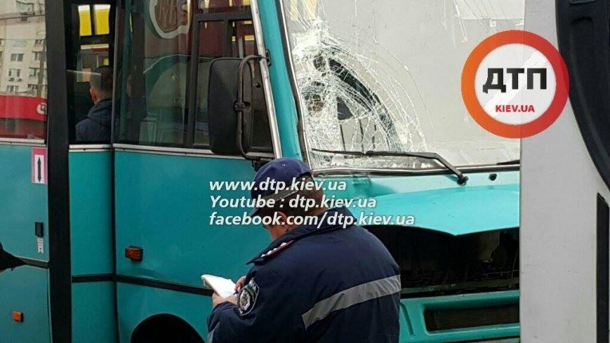 В Киеве в столкновении двух маршруток пострадал ребёнок (ФОТО), фото-5