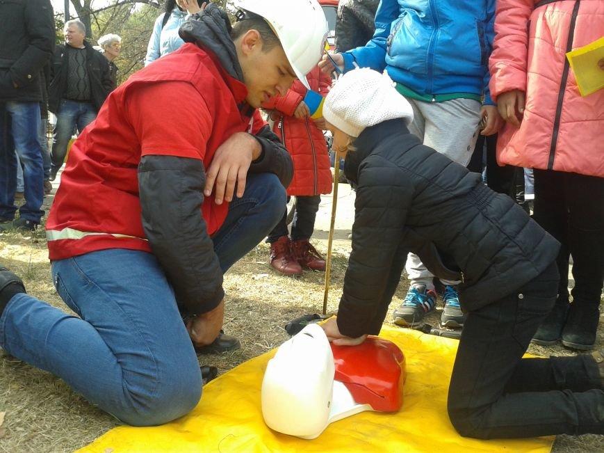 Юные павлоградцы сдавали отпечатки пальцев, осваивали бензопилу, оказывали первую помощь и тушили пожар, фото-5