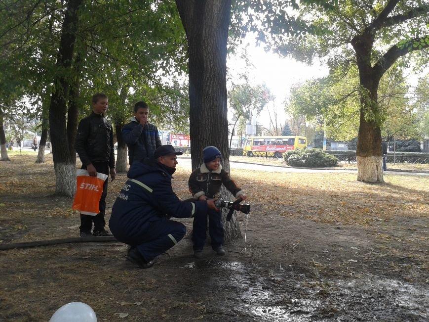 Юные павлоградцы сдавали отпечатки пальцев, осваивали бензопилу, оказывали первую помощь и тушили пожар, фото-7