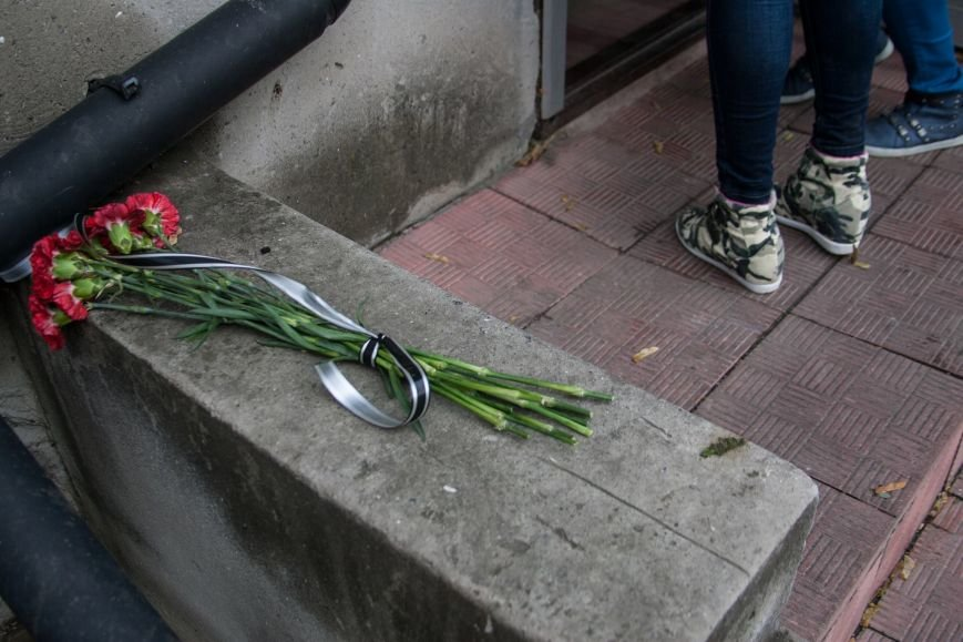 После теракта в Анкаре одесситы приносят цветы к турецкому консульству (ФОТО) (фото) - фото 1