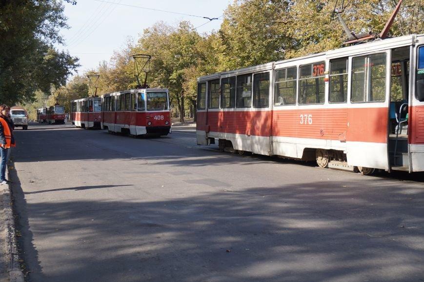 ДТП в Кривом Роге: «Жигули» столкнулись с микроавтобусом на трамвайных путях (ФОТО) (фото) - фото 2