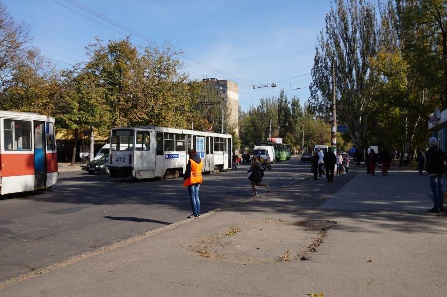 ДТП в Кривом Роге: «Жигули» столкнулись с микроавтобусом на трамвайных путях (ФОТО) (фото) - фото 1