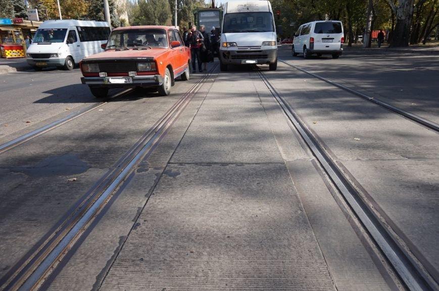 ДТП в Кривом Роге: «Жигули» столкнулись с микроавтобусом на трамвайных путях (ФОТО) (фото) - фото 6