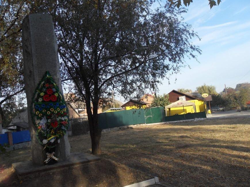 У Полтаві вимагають закрити магазин поблизу пам'ятника загиблим у 1943 році полтавцям (фото) - фото 3