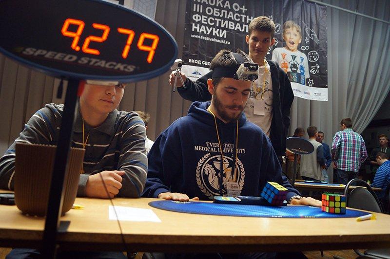 В Белгороде на чемпионате по спидкубингу собрали кубик Рубика за восемь с лишним секунд (фото) - фото 2
