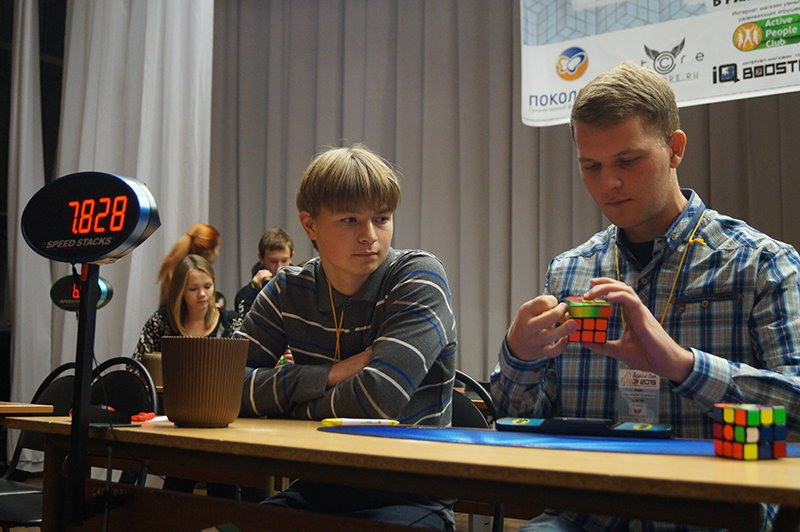В Белгороде на чемпионате по спидкубингу собрали кубик Рубика за восемь с лишним секунд (фото) - фото 1