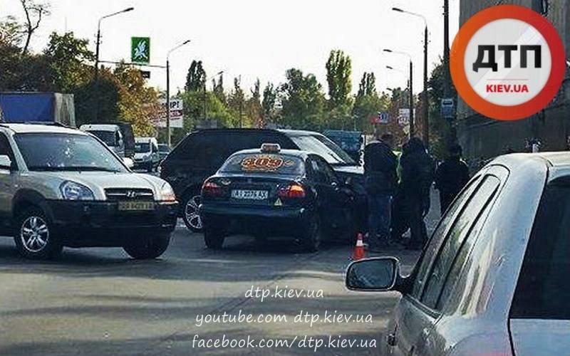 На Оболони водитель такси протаранил Range Rover (ФОТО), фото-1