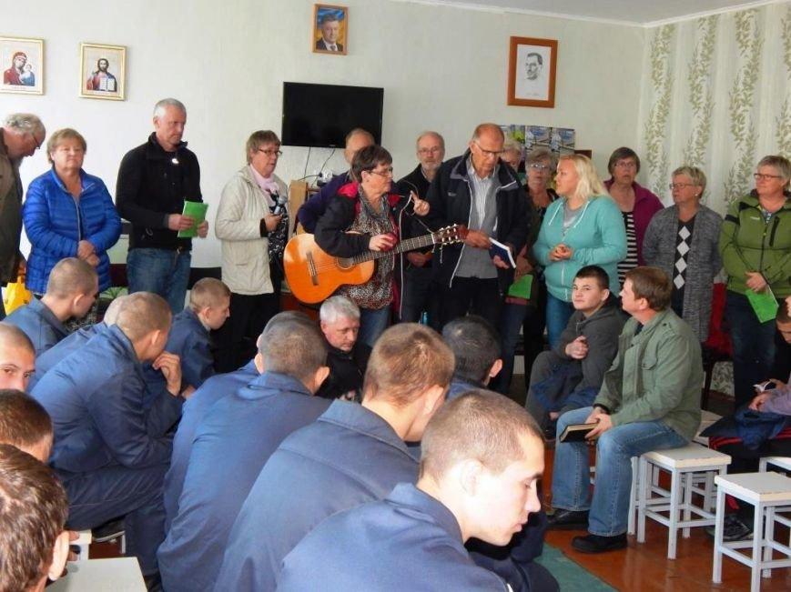В Кременчугской воспитательной колонии побывали миссионеры из Швеции (ФОТО) (фото) - фото 1