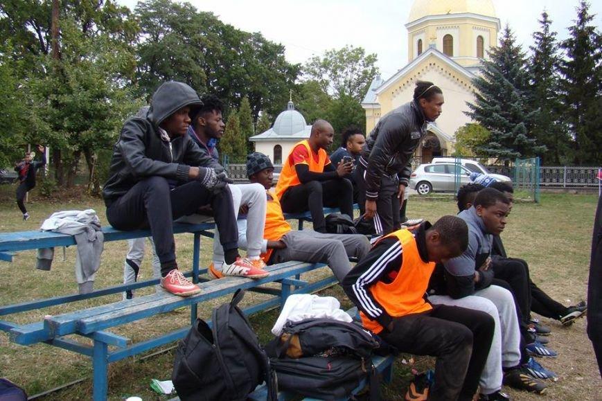 Як африканські студенти з Анголи, Нігерії та Гани грали у футбол в Опришівцях (ФОТО), фото-8