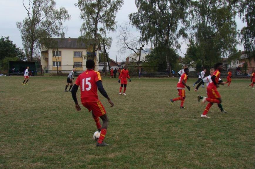 Як африканські студенти з Анголи, Нігерії та Гани грали у футбол в Опришівцях (ФОТО), фото-2
