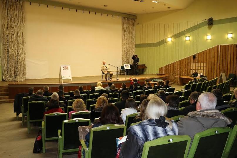 У Львові батько загиблого бійця АТО встановлює рекорд із безперервного читання поезії (ФОТО) (фото) - фото 1
