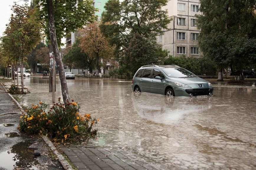 Потоп на Борщаговке: спасатели и полиция вытащили несколько застрявших автомобилистов (ФОТО), фото-4