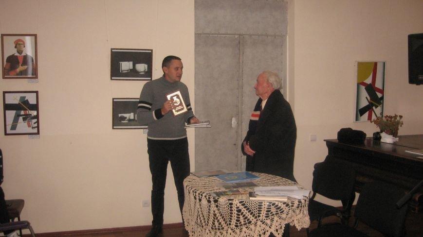 У конотопському краєзнавчому музеї пройшла зустріч школярів з відомим ветераном-поетом Казарцевим, фото-3