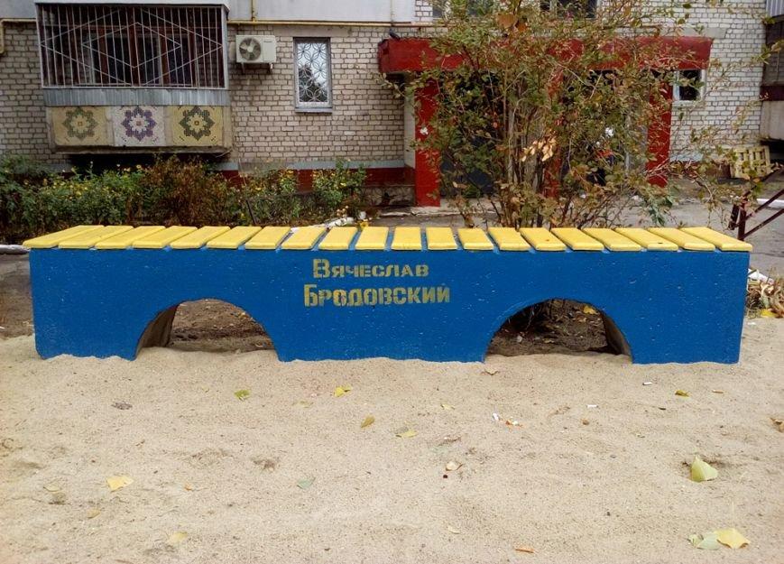 В Николаеве кандидат в депутаты перекрасил «регионовские» скамейки (ФОТО) (фото) - фото 2