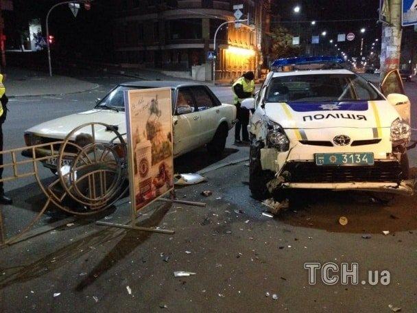 В Киеве ночью автомобиль патрульных попал в ДТП (ФОТО) (фото) - фото 1