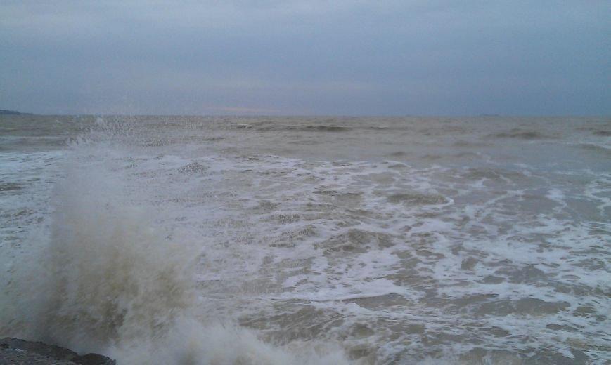 Одесситы делают ошеломляющие снимки шторма на море (ФОТО, ВИДЕО) (фото) - фото 1