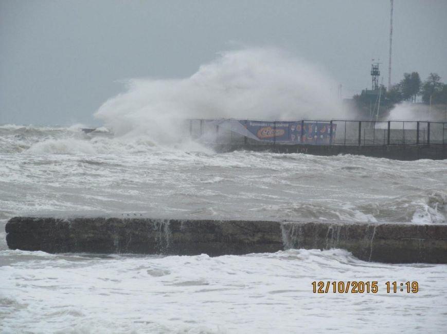 Одесситы делают ошеломляющие снимки шторма на море (ФОТО, ВИДЕО) (фото) - фото 3