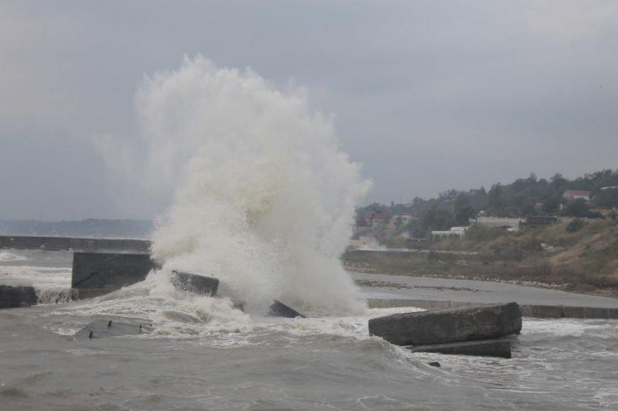 Одесситы делают ошеломляющие снимки шторма на море (ФОТО, ВИДЕО) (фото) - фото 6