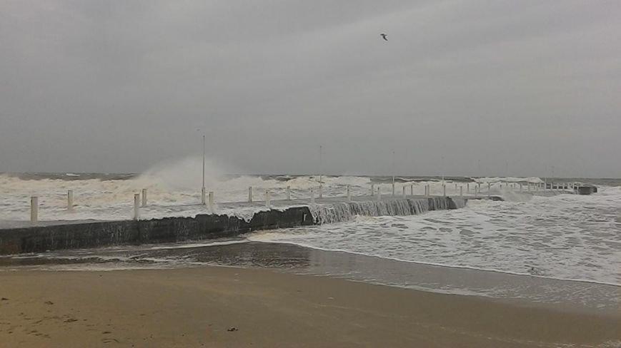Одесситы делают ошеломляющие снимки шторма на море (ФОТО, ВИДЕО) (фото) - фото 4