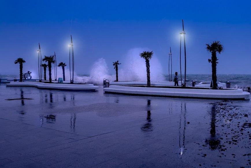 Одесситы делают ошеломляющие снимки шторма на море (ФОТО, ВИДЕО) (фото) - фото 7