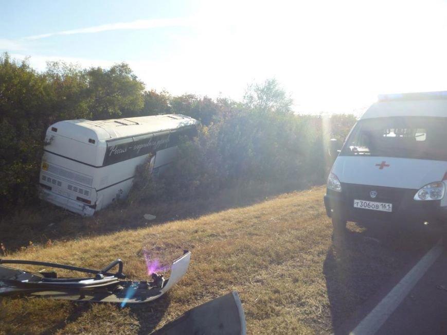 На трассе Ростов–Ставрополь иномарка врезалась в автобус с детьми (фото) - фото 3