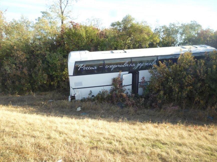 На трассе Ростов–Ставрополь иномарка врезалась в автобус с детьми (фото) - фото 2