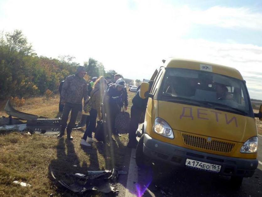 На трассе Ростов–Ставрополь иномарка врезалась в автобус с детьми (фото) - фото 6
