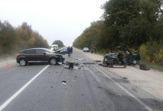 Водій-чернівчанин розірвав зустрічний автомобіль на дорозі «Чернівці-Житомир» (фото) - фото 1