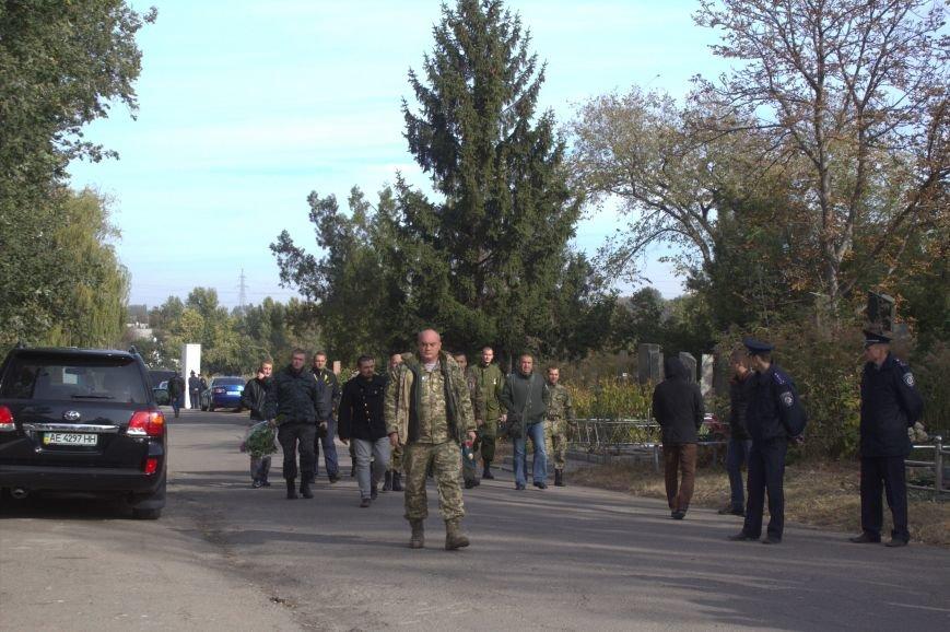 В Днепродзержинске почтили память павших защитников Украины (фото) - фото 6