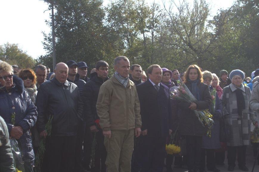 В Днепродзержинске почтили память павших защитников Украины (фото) - фото 11