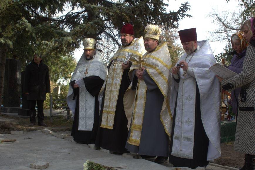 В Днепродзержинске почтили память павших защитников Украины (фото) - фото 13