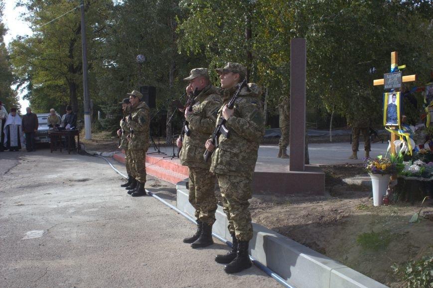 В Днепродзержинске почтили память павших защитников Украины (фото) - фото 3