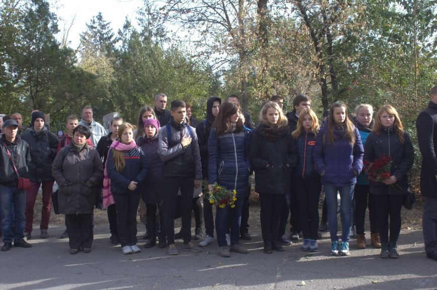 В Днепродзержинске почтили память павших защитников Украины (фото) - фото 4