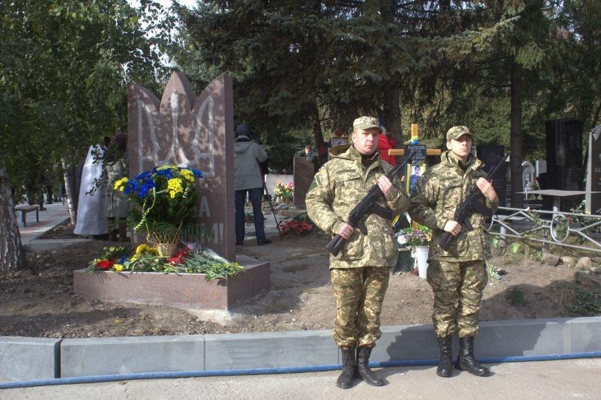 В Днепродзержинске почтили память павших защитников Украины (фото) - фото 17