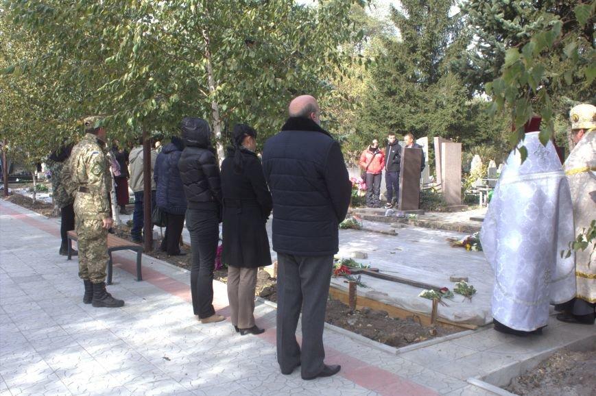 В Днепродзержинске почтили память павших защитников Украины (фото) - фото 16