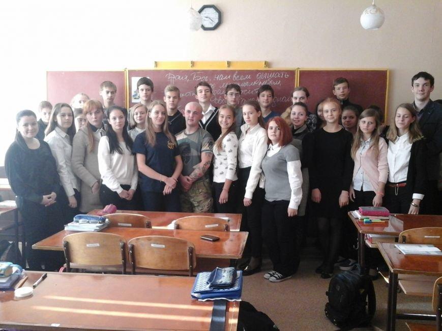 В мариупольской школе №25 представители полка «Азов» провели урок мужества, фото-4