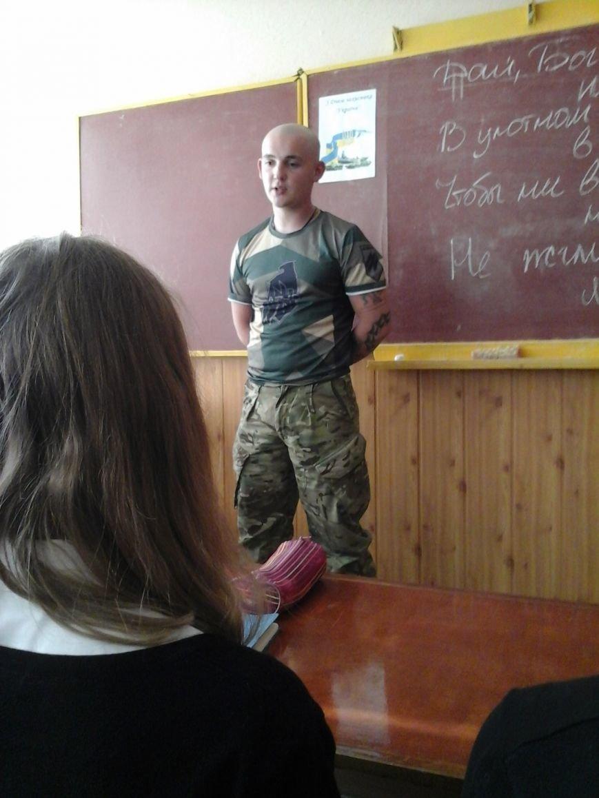 В мариупольской школе №25 представители полка «Азов» провели урок мужества, фото-2