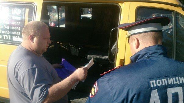 В Волгограде у Торгушки в аварию попала маршрутка: есть пострадавшие (фото) - фото 2