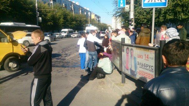 В Волгограде у Торгушки в аварию попала маршрутка: есть пострадавшие (фото) - фото 3
