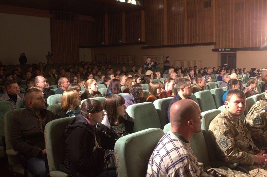 В Днепродзержинске состоялся праздничный концерт «Слався, військо українське!», фото-2