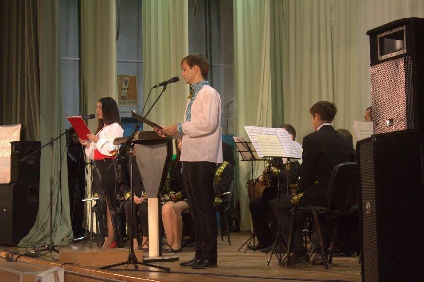 В Днепродзержинске состоялся праздничный концерт «Слався, військо українське!», фото-1