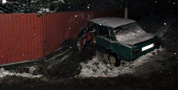 У Сторожинецькому районі на швидкості зіткнулись два ВАЗи (фото) - фото 1