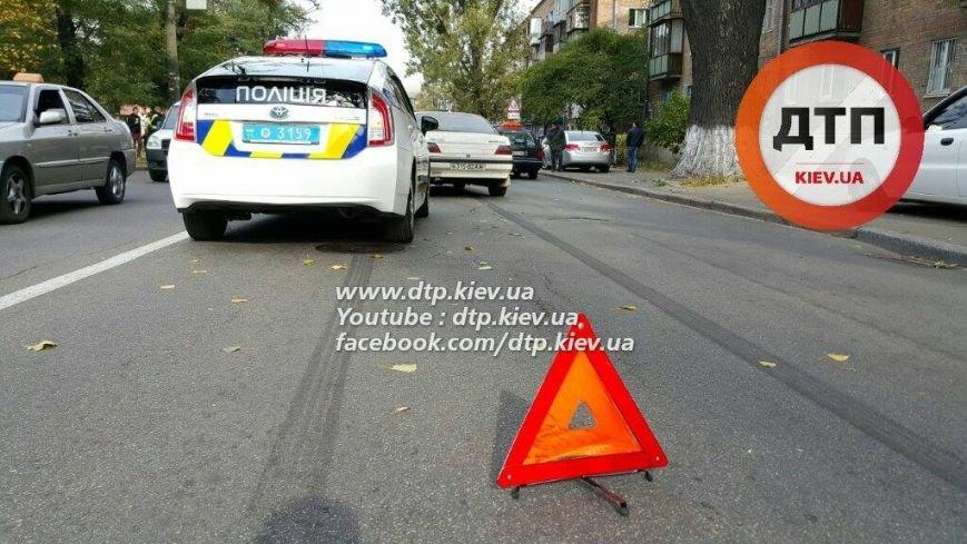 В Киеве столкнулись три автомобиля, есть пострадавшие (ФОТО), фото-3