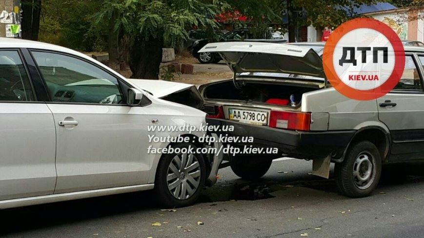 В Киеве столкнулись три автомобиля, есть пострадавшие (ФОТО), фото-4