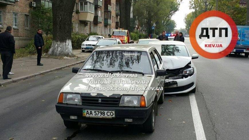 В Киеве столкнулись три автомобиля, есть пострадавшие (ФОТО), фото-5